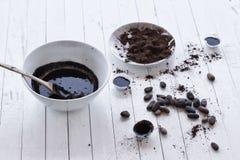 Caramelos de chocolate del cacao crudo de habas Foto de archivo