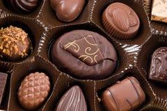 Caramelos de chocolate en el rectángulo Imágenes de archivo libres de regalías
