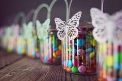 Caramelos de chocolate en tarros Foto de archivo libre de regalías