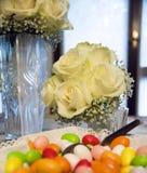 Caramelos de la boda foto de archivo