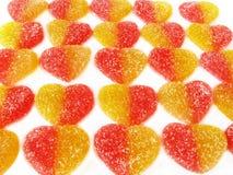 Caramelos de la fruta bajo la forma de corazón. Foto de archivo