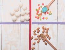 Caramelos de la jalea y del coco con las almendras Imagen de archivo libre de regalías