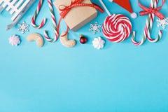Caramelos de la Navidad en la composición Foto de archivo