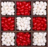 Caramelos de la Navidad o de la tarjeta del día de San Valentín en un rectángulo Foto de archivo