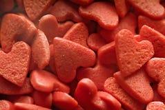 Caramelos de la tarjeta del día de San Valentín en forma de corazón Imagenes de archivo