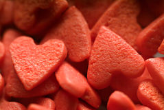 Caramelos de la tarjeta del día de San Valentín en forma de corazón Imágenes de archivo libres de regalías