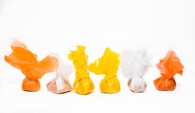 Caramelos en envolturas mucho-coloreadas Fotos de archivo libres de regalías