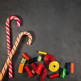 Caramelos en tablero negro Foto de archivo libre de regalías