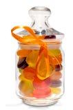 Caramelos en tarro con un arqueamiento Imagenes de archivo