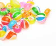 Caramelos en un fondo blanco Fotos de archivo libres de regalías