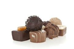Caramelos gastrónomos del chocolate aislados en blanco Imágenes de archivo libres de regalías