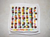 Caramelos la torta, torta del caramelo, torta colorida fotografía de archivo libre de regalías