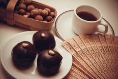 Caramelos oscuros del chocolate foto de archivo