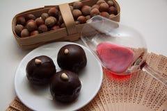 Caramelos oscuros del chocolate imagenes de archivo