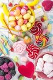 Caramelos, piruletas, gusanos de la jalea fotos de archivo libres de regalías