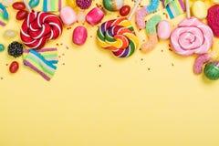 Caramelos, piruletas, gusanos de la jalea foto de archivo libre de regalías