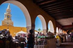 Caramelos porta y torre de reloj pública en Cartagena de Indias Fotos de archivo