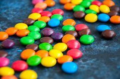 Caramelos redondos coloridos Fotografía de archivo libre de regalías