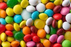 Caramelos redondos multicolores Imagen de archivo