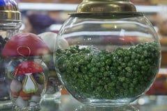 Caramelos verdes en tarro Imagen de archivo libre de regalías