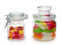 Caramelos y habas de jalea en un tarro Fotos de archivo