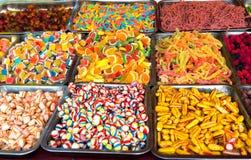 Caramelos y Jellybeans coloridos mezclados de la fruta Imagen de archivo