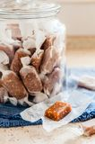 Caramels de la graine de s?same images stock