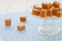 Caramels doux de caramel sur un etagere Photo stock
