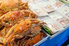 Caranguejo cozinhado no mercado fotografia de stock