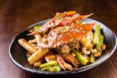 Caranguejo picante, bolo de arroz fotografia de stock