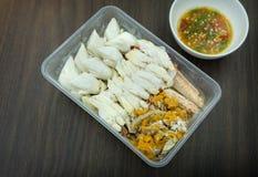 Caranguejo vermelho cozinhado com molho picante no marisco tailandês do estilo fotografia de stock