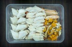 Caranguejo vermelho cozinhado com molho picante no marisco tailandês do estilo imagem de stock royalty free