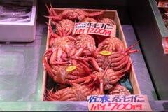 Caranguejos frescos no mercado de peixes de Tsukiji, Tóquio, Japão imagens de stock royalty free