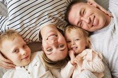 Caras bonitas da família fotografia de stock royalty free