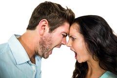 Caras a cara pares que gritam Imagem de Stock