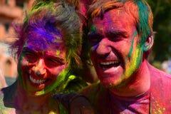 Caras coloreadas durante la celebración de Holi jaipur Rajasthán La India fotografía de archivo