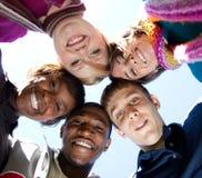 Caras de estudiantes universitarios multirraciales sonrientes Imágenes de archivo libres de regalías