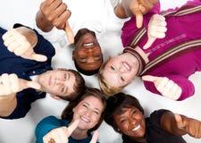 Caras de estudiantes universitarios multirraciales sonrientes Imagenes de archivo