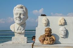 Caras en la arcilla de algunos personajes del mundo del entretenimiento imágenes de archivo libres de regalías