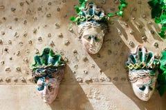 Caras femeninas de cerámica fotografía de archivo
