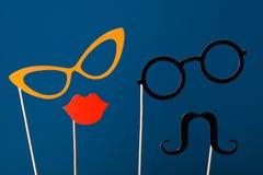 caras, labios, vidrios y bigote del papel divertido Foto de archivo