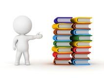 carattere 3D che mostra due grandi pile di libri Fotografia Stock