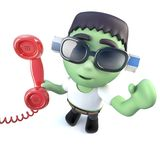 carattere divertente del mostro del frankenstein del fumetto 3d che risponde al telefono Immagine Stock