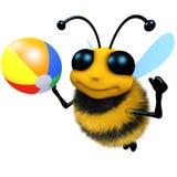 carattere divertente dell'ape del miele del fumetto 3d che gioca con un beachball Fotografia Stock Libera da Diritti