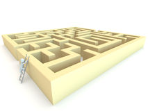 carattere umano 3D che scala al labirinto Fotografia Stock Libera da Diritti