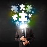 Carattere in vestito con il concetto della testa di puzzle Fotografia Stock