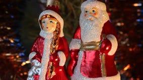Caratteri della celebrazione del nuovo anno Decorazione dell'albero di Natale video d archivio