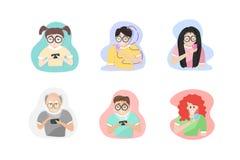 Caratteri della gente che giocano stile di vita mobile e sociale in tutto il gruppo d'età, personaggi dei cartoni animati progett royalty illustrazione gratis