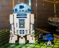 Caratteri di Star Wars, R2D2, fatto dai blocchetti di Lego Immagini Stock