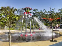 Caratteristica dell'acqua in un parco pubblico fotografie stock